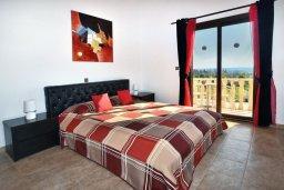 Спальня. Кипр, Корал Бэй : Потрясающая вилла с видом на море, с 3-мя спальнями, с бассейном, с тенистой террасой с патио и кипрским барбекю