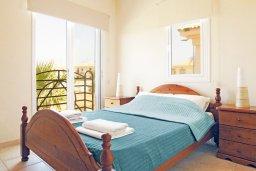 Спальня. Кипр, Каппарис : Двухэтажная вилла с бассейном, гостиная, 3 спальни, 3 ванные комнаты, место для барбекю, парковка, Wi-Fi
