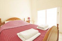 Спальня 2. Кипр, Каппарис : Двухэтажная вилла с бассейном, гостиная, 3 спальни, 3 ванные комнаты, место для барбекю, парковка, Wi-Fi