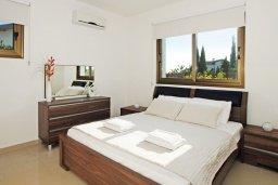 Спальня. Кипр, Ионион - Айя Текла : Роскошная двухэтажная вилла с 4-мя спальнями, с бассейном и крытой верандой расположена в тихом районе Айя Текла