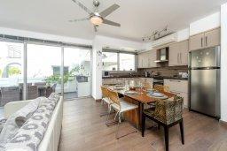 Кухня. Кипр, Пернера : Красивая двухэтажная вилла с 3-мя спальнями, с бассейном, с просторным приватным двориком и барбекю