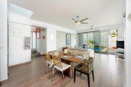 Обеденная зона. Кипр, Пернера : Красивая двухэтажная вилла с 3-мя спальнями, с бассейном, с просторным приватным двориком и барбекю