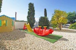 Детская площадка. Кипр, Санрайз Протарас : Роскошная двухэтажная вилла с 3-мя спальнями, с приватным садом с барбекю и просторным бассейном