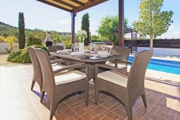 Зона отдыха у бассейна. Кипр, Санрайз Протарас : Роскошная двухэтажная вилла с 3-мя спальнями, с приватным садом с барбекю и просторным бассейном