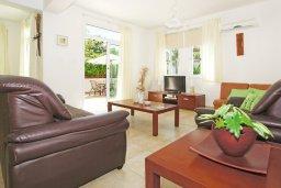 Гостиная. Кипр, Фиг Три Бэй Протарас : Прекрасная вилла с 3-мя спальнями, с просторной террасой, с бассейном, расположена в центре Протараса