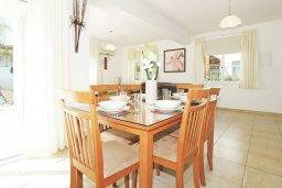 Обеденная зона. Кипр, Фиг Три Бэй Протарас : Прекрасная вилла с 3-мя спальнями, с просторной террасой, с бассейном, расположена в центре Протараса