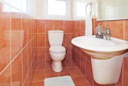 Туалет. Кипр, Фиг Три Бэй Протарас : Прекрасная вилла с 3-мя спальнями, с просторной террасой, с бассейном, расположена в центре Протараса