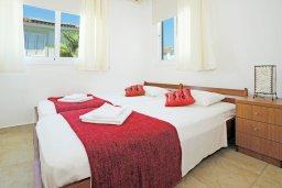 Спальня. Кипр, Фиг Три Бэй Протарас : Прекрасная вилла с 3-мя спальнями, с просторной террасой, с бассейном, расположена в центре Протараса