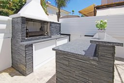 Территория. Кипр, Пернера Тринити : Потрясающая новая двухэтажная вилла с 3-мя спальнями, с бассейном и солнечной террасой с барбекю