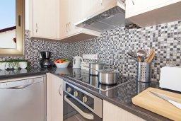Кухня. Кипр, Ионион - Айя Текла : Удивительная вилла с 2-мя спальнями, с бассейном и приватным двориком, расположена в тихом и спокойном месте