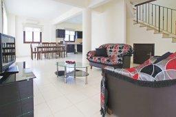 Гостиная. Кипр, Коннос Бэй : Комфортабельная двухэтажная вилла с 3-мя спальнями, с бассейном и патио
