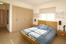 Спальня. Кипр, Нисси Бич : Уютная двухэтажная вилла с 3-мя спальнями, с бассейном и тенистой беседкой с барбекю