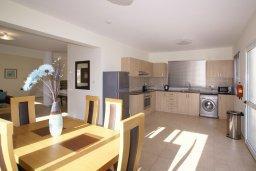 Кухня. Кипр, Нисси Бич : Уютная двухэтажная вилла с 3-мя спальнями, с бассейном и тенистой беседкой с барбекю