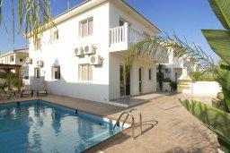 Фасад дома. Кипр, Нисси Бич : Уютная двухэтажная вилла с 3-мя спальнями, с бассейном и тенистой беседкой с барбекю