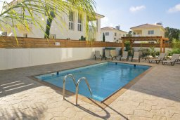 Бассейн. Кипр, Нисси Бич : Уютная двухэтажная вилла с 3-мя спальнями, с бассейном и тенистой беседкой с барбекю