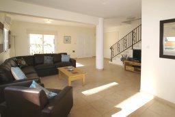 Гостиная. Кипр, Нисси Бич : Уютная двухэтажная вилла с 3-мя спальнями, с бассейном и тенистой беседкой с барбекю