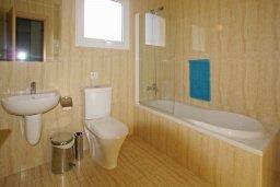 Ванная комната. Кипр, Нисси Бич : Уютная двухэтажная вилла с 3-мя спальнями, с бассейном и тенистой беседкой с барбекю