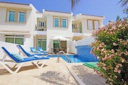 Фасад дома. Кипр, Фиг Три Бэй Протарас : Современная двухэтажная вилла с 2-мя спальнями, с бассейном, солнечной террасой, патио и традиционной печью
