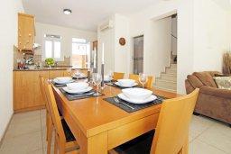 Обеденная зона. Кипр, Фиг Три Бэй Протарас : Современная двухэтажная вилла с 2-мя спальнями, с бассейном, солнечной террасой, патио и традиционной печью