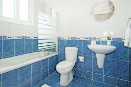 Ванная комната. Кипр, Фиг Три Бэй Протарас : Современная двухэтажная вилла с 2-мя спальнями, с бассейном, солнечной террасой, патио и традиционной печью