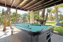 Развлечения и отдых на вилле. Кипр, Фиг Три Бэй Протарас : Шикарная вилла с 3-мя спальнями, с бассейном, в окружении красивого сада, с настольным теннисом, бильярдом и lounge-зоной