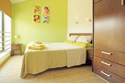 Спальня 2. Кипр, Фиг Три Бэй Протарас : Шикарная вилла с 3-мя спальнями, с бассейном, в окружении красивого сада, с настольным теннисом, бильярдом и lounge-зоной