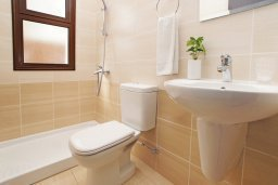 Ванная комната. Кипр, Ионион - Айя Текла : Прекрасная двухэтажная вилла в 100 метрах от моря с 3-мя спальнями,  с бассейном и приватным двориком