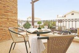 Балкон. Кипр, Ионион - Айя Текла : Прекрасная двухэтажная вилла в 100 метрах от моря с 3-мя спальнями,  с бассейном и приватным двориком