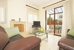 Гостиная. Кипр, Ионион - Айя Текла : Прекрасная двухэтажная вилла в 100 метрах от моря с 3-мя спальнями,  с бассейном и приватным двориком
