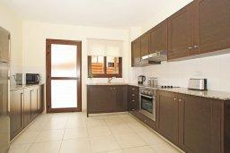 Кухня. Кипр, Ионион - Айя Текла : Прекрасная двухэтажная вилла в 100 метрах от моря с 3-мя спальнями,  с бассейном и приватным двориком