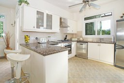 Кухня. Кипр, Каво Марис Протарас : Вилла, окруженная красивым садом, с 3-мя спальнями, солнечной террасой с патио и барбекю