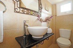 Туалет. Кипр, Каво Марис Протарас : Вилла, окруженная красивым садом, с 3-мя спальнями, солнечной террасой с патио и барбекю