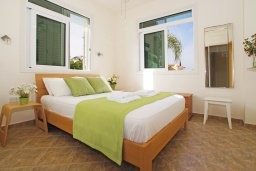 Спальня. Кипр, Каво Марис Протарас : Вилла, окруженная красивым садом, с 3-мя спальнями, солнечной террасой с патио и барбекю