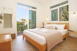 Спальня 2. Кипр, Каво Марис Протарас : Вилла, окруженная красивым садом, с 3-мя спальнями, солнечной террасой с патио и барбекю