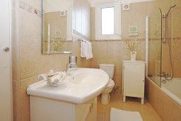 Ванная комната 2. Кипр, Каво Марис Протарас : Вилла, окруженная красивым садом, с 3-мя спальнями, солнечной террасой с патио и барбекю