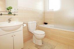 Ванная комната. Кипр, Пернера Тринити : Красивая двухэтажная вилла с 3-мя спальнями, с зелёным двориком и джакузи