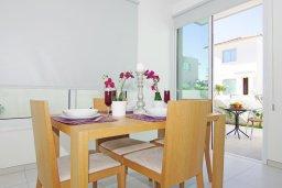 Обеденная зона. Кипр, Пернера Тринити : Новая роскошная двухэтажная вилла с 3-мя спальнями, с бассейном, патио и барбекю