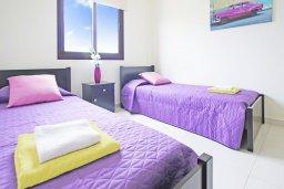 Спальня 3. Кипр, Коннос Бэй : Уютная вилла с 3-мя спальнями, с бассейном и приватным двориком с патио, расположена у национального парка Cape Greco