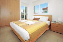 Спальня. Кипр, Коннос Бэй : Роскошная красивая двухэтажная вилла с 3-мя спальнями, с бассейном и потрясающим зелёным садом с патио