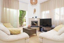 Гостиная. Кипр, Коннос Бэй : Роскошная красивая двухэтажная вилла с 3-мя спальнями, с бассейном и потрясающим зелёным садом с патио