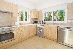 Кухня. Кипр, Коннос Бэй : Роскошная красивая двухэтажная вилла с 3-мя спальнями, с бассейном и потрясающим зелёным садом с патио