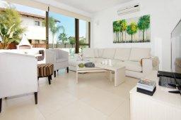 Гостиная. Кипр, Ионион - Айя Текла : Уютная двухэтажная вилла с 4-мя спальнями, с бассейном и двориком с барбекю