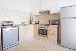 Кухня. Кипр, Фиг Три Бэй Протарас : Апартамент в 100 метрах от пляжа, с отдельной спальней и балконом с видом на море, в комплексе с бассейном и теннисным кортом