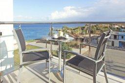 Балкон. Кипр, Фиг Три Бэй Протарас : Апартамент в 100 метрах от пляжа, с отдельной спальней и балконом с видом на море, в комплексе с бассейном и теннисным кортом