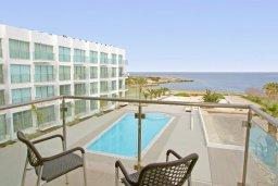 Вид на море. Кипр, Фиг Три Бэй Протарас : Апартамент в 100 метрах от пляжа, с отдельной спальней и балконом с видом на море, в комплексе с бассейном,  тренажерным залом и теннисным кортом