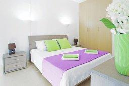 Спальня. Кипр, Фиг Три Бэй Протарас : Потрясающий апартамент в 100 метрах от пляжа, с отдельной спальней и балконом с видом на море, в комплексе с бассейном и спа-центром