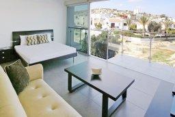 Студия (гостиная+кухня). Кипр, Фиг Три Бэй Протарас : Студия с балконом, расположена в нескольких минутах ходьбы до залива Fig Tree Bay и в 100 метрах от моря, в комплексе с бассейном и теннисным кортом