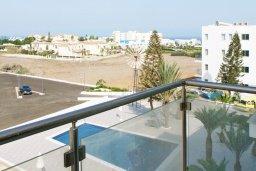 Вид. Кипр, Фиг Три Бэй Протарас : Студия с балконом, расположена в нескольких минутах ходьбы до залива Fig Tree Bay и в 100 метрах от моря, в комплексе с бассейном и теннисным кортом