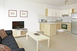 Студия (гостиная+кухня). Кипр, Фиг Три Бэй Протарас : Современная студия с балконом, расположена в нескольких минутах ходьбы до залива Fig Tree Bay и  в 100 метрах от моря