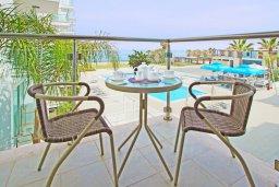 Балкон. Кипр, Фиг Три Бэй Протарас : Роскошный апартамент в 100 метрах от пляжа,  с отдельной спальней и балконом с видом на море, в комплексе с бассейном и тренажерным залом
